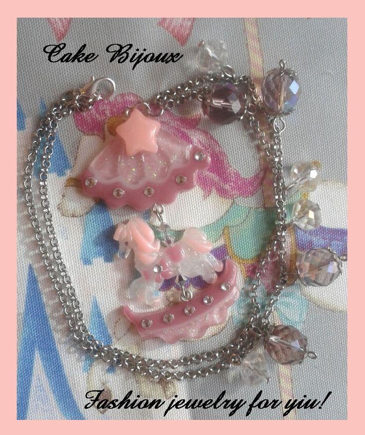 Collana con giostrina giostra cavallo cavallino kawaii in resina con strass e glitter di CakeBijoux su Etsy