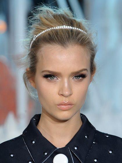 Louis Vuitton headband...love her make up: Head Bands, Louis Vuitton, Headbands Hairstyles, Eye Makeup, Hairmakeup, Dramatic Eye, Highlights Makeup, Hair Makeup, Lips Colors