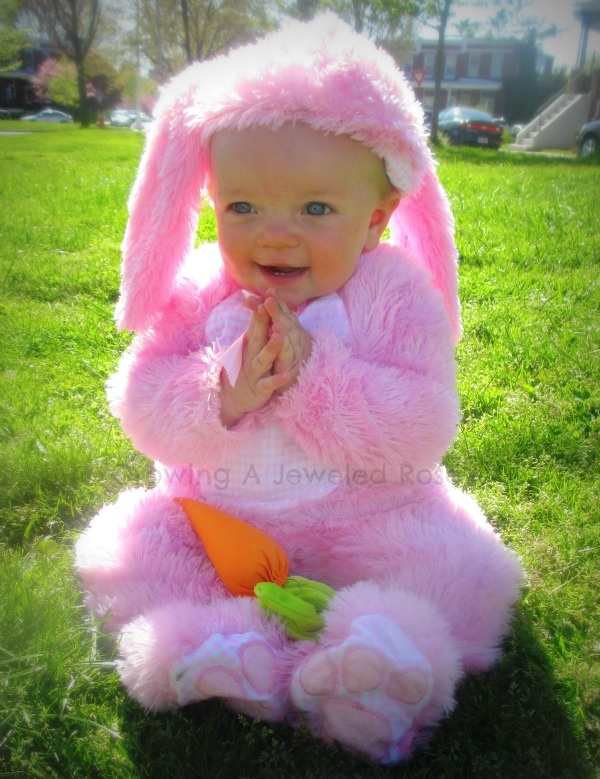 50 things to hide in Easter Eggs besides candy http://www.growingajeweledrose.com/2013/02/easter-egg-hunt.html#