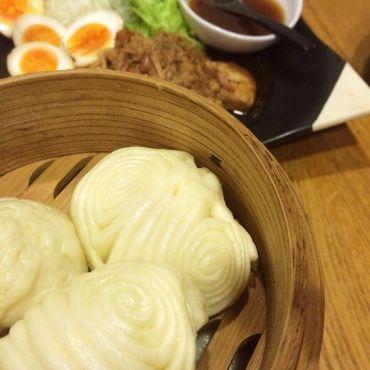プロの本格レシピ「花巻」ほんのり甘くてふわふわの中華風蒸しパン。生地につやが出るまでしっかりこねることが成功の秘訣。 #recipe #中華 #軽食