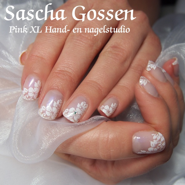 Nice wedding nails......but for now....just for holiday :)   CND Shellac Negligee with Brisa Lite Smooting gel on naturel nails.