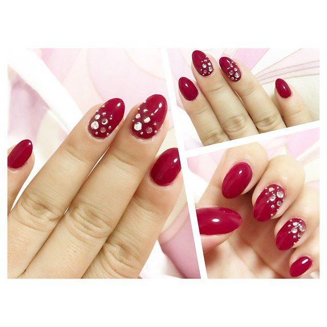 バレンタインネイルにするの忘れてた😩🌀💦 週末チェンジしよっ🤦♀️💦💦 てか、バレンタイン出費嵩む〜🍫💔💔💔 丁度旅行行くから韓国で買おーかな(笑)  気付けば赤ネイルばかり…。バレンタイン終わったら、ピンクへチェンジしよう。  #nail #new #polish #self #プチプラ #セルフネイル #RED#お気に入り #マニキュア#네일 #赤ネイル #ポリッシュネイル#💅#ユリアネイル#100均ネイル
