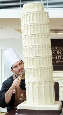 ストーンヘンジから凱旋門まで、チョコレートで世界各国の名所を彫ったショコラティエ
