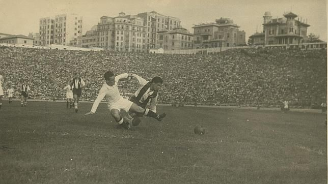 Real Madrid visited Alcoyano and earned a 4-1 win in their opening Copa Del Rey game for 2012/13. Here is a rare photo of their meeting back in 1947