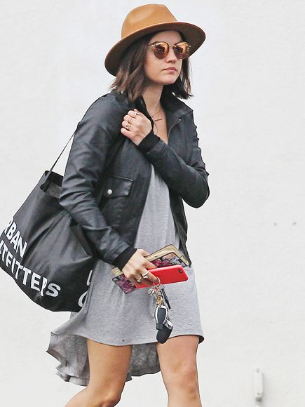 Star Tracks: Thursday, January 22, 2015 | PRETTY LITTLE SHOPPER | Also getting her shop on, Lucy Hale makes her way through Los Angeles on Tuesday.