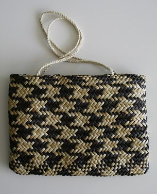 Love the pattern on this kete!
