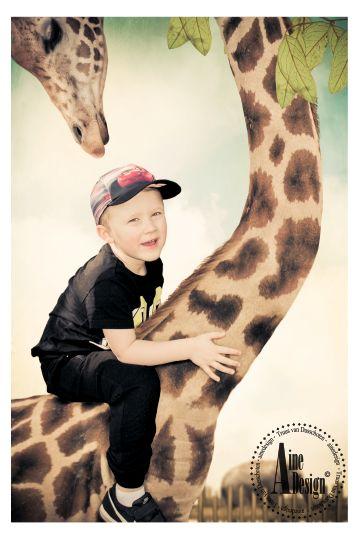 Dikkertje Dap - door Aine Design    Dikkertje Dap klom van de trap met een griezelig grote stap. Op de nek van de giraf zette Dikkertje Dap zich af, roetsjj daar gleed hij met een vaart tot aan 't kwastje van de staart. Boem! Au!! Dag Giraf, zei Dikkertje Dap. Morgen kom ik weer hier met de trap.   ~ Annie M.G. Schmidt