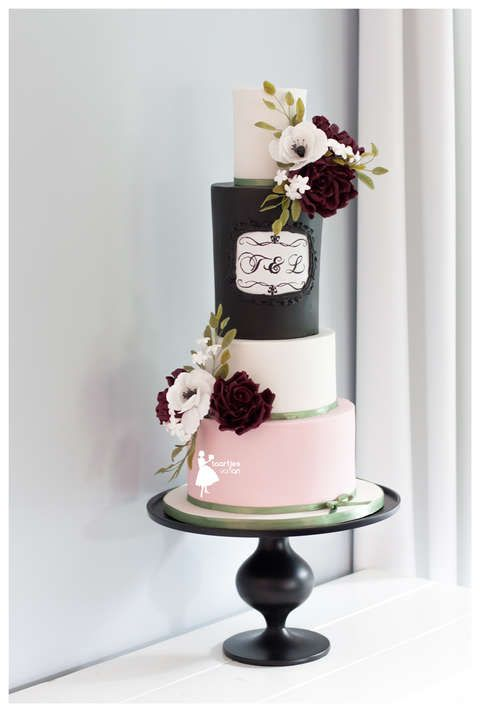 Taartjes-van-An-taart-nunspeet-bruidstaart-nunspeet-bruidstaart-putten-bruidstaart-kampen-bruidstaart-epe-bruidstaart-vierhouten-bruidstaart-ermelo-chalkboard wedding cake chalkboard monogram wedding cake