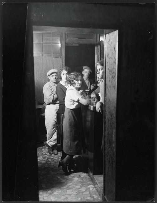 Un bouge à la Bastille, Paris, 1932. Brassaï