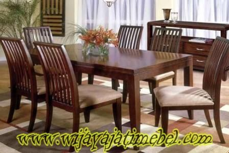 Kursi Makan Jati Minimalis Jari ini merupakan produk terbaru dari perusahaan mebel jepara. dan kursi makan ini terbuat dari bahan baku kayu jati pilihan