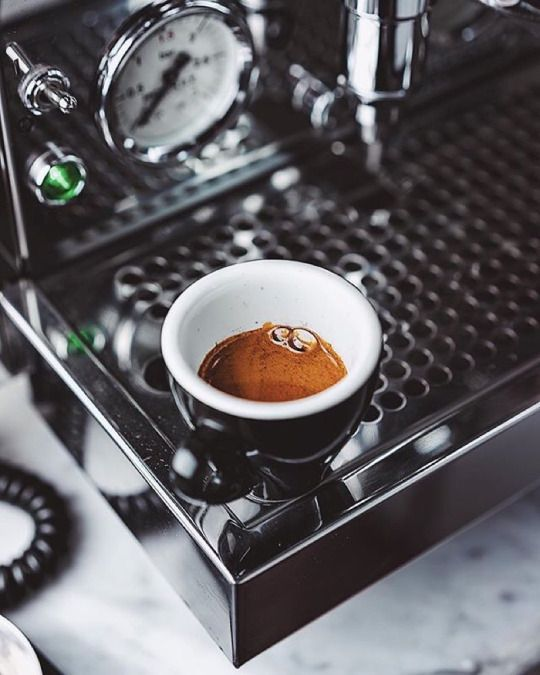cat-on-the-hot-tin-roof: cafeinevitable: Espresso Time Good morning