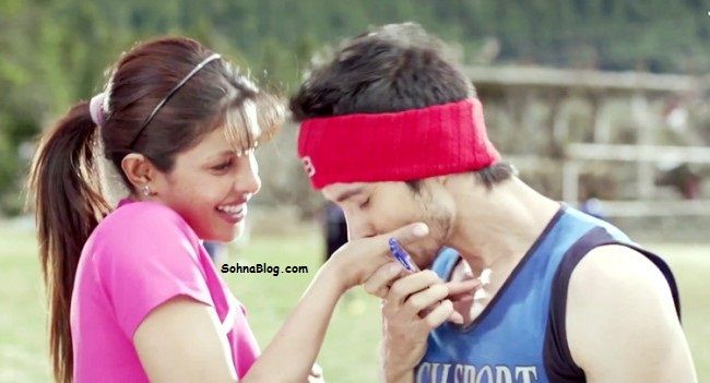 The Mary Kom movie new Saudebazi Ik Hansi Ki song is sung by Arijit Singh. This song is written by Prashant Ingole. The music composer of this song is Shashi Suman.