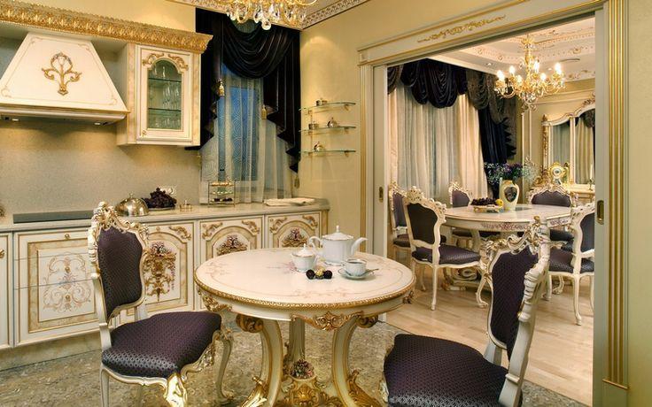 <p>Автор проекта: ARTDEFACTO</p> <p>Огромное зеркало в пол увеличивает кухонное пространство в два раза, делая его еще более похожим на дворцовую залу. </p>
