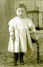 "El niño Neftalí Ricardo Reyes: poeta ""Pablo Neruda"""