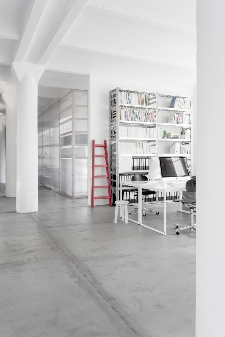 office - berlin - chocolate factory - industrial - loft - concrete - historic vaulted ceilings - workspace - red ladder - komdo.co - white - architecture - Büro - Arbeitsplatz - rote Leiter - weiß