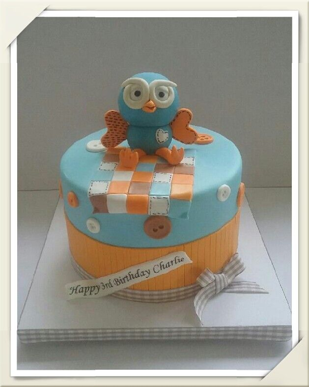 Giggle and hoot themed cake
