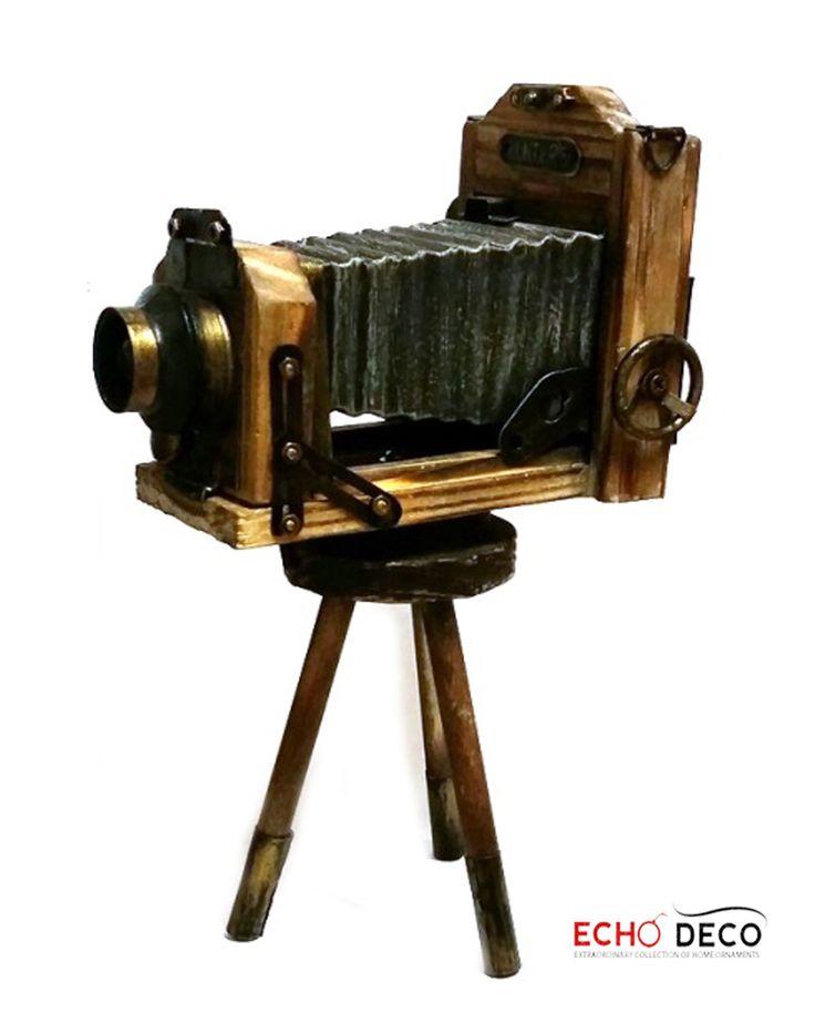 Οι φωτογραφικές και οι κινηματογραφικές μηχανές δεν ήταν πάντα ψηφιακές και με οθόνη lcd. Οι συσκευές απεικόνισης του περασμένου αιώνα μπορεί να μην ήταν με μπαταρίες αλλά ήταν φορητές!!!!!. Ξύλο, μέταλλο, ήταν τα στοιχεία της πρώτης φωτογραφικής μηχανής, αυτά είναι και τα στοιχεία αυτής της διακοσμ