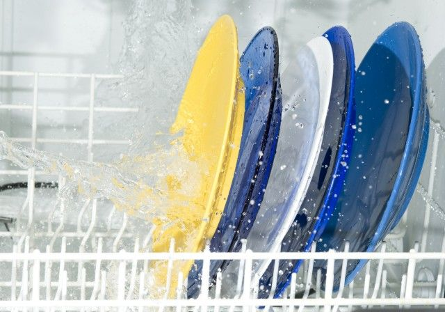Detersivi fai da te: come preparare un brillantante per la lavastoviglie