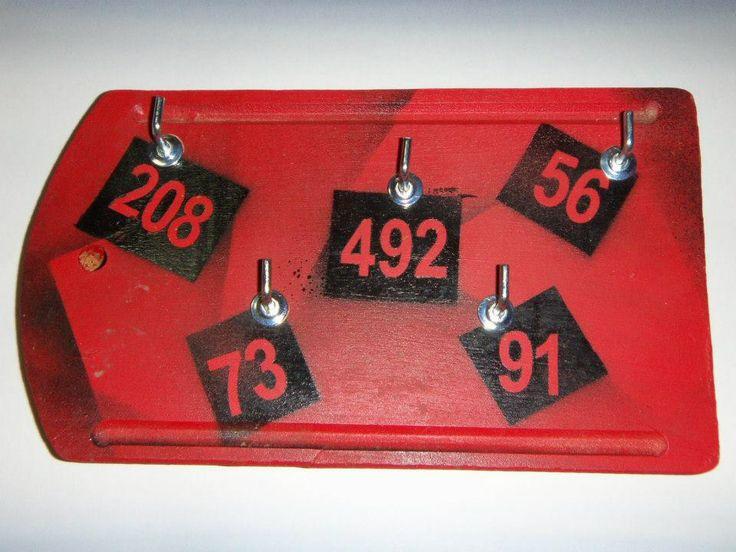 Porta llaves hecho a partir de una tabla de cocina