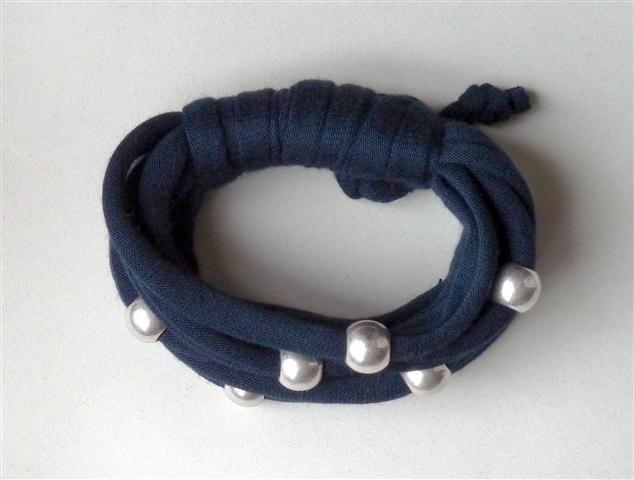 Navy bracelet with silver beads (27B)