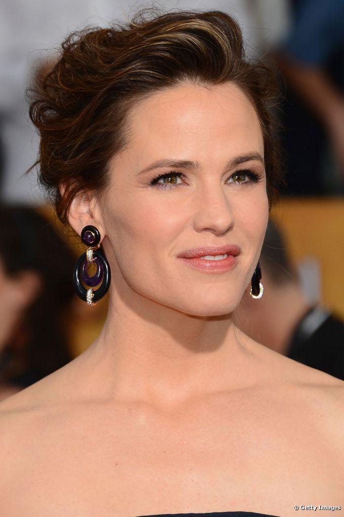 O coque com fios texturizados foi a escolha da atriz para o penteado no 20th Annual Screen Actors Guild Awards