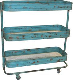 Rustikt rullebord i industristil.    Farve : Turkis/blå med patina    Materiale : Jern    Mål : H 80 x W 60 x D 28 cm