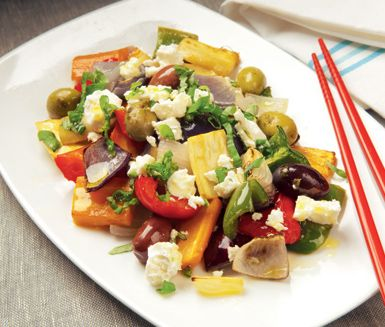 Vegetarisk måltid inspirerad av det grekiska köket. Ugnsstekta grönsaker i en härlig blandning, gjord på ca 30 min. www.ving.se/grekland