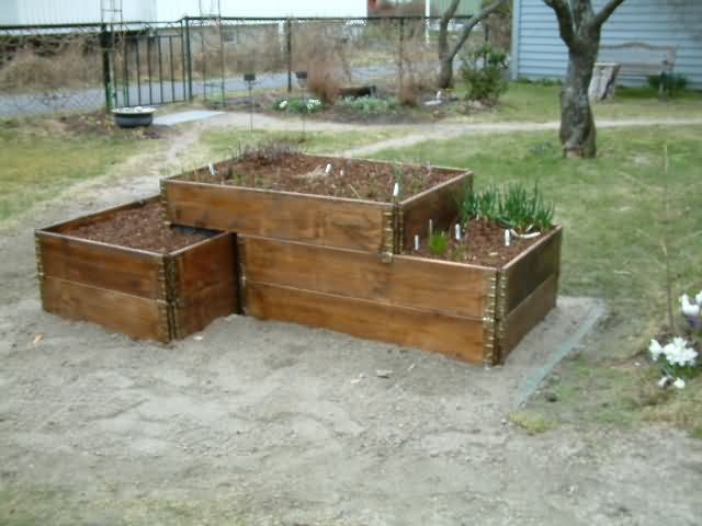 Using Pallekarm (pallet collars?) for raised garden beds, lots of ideas.