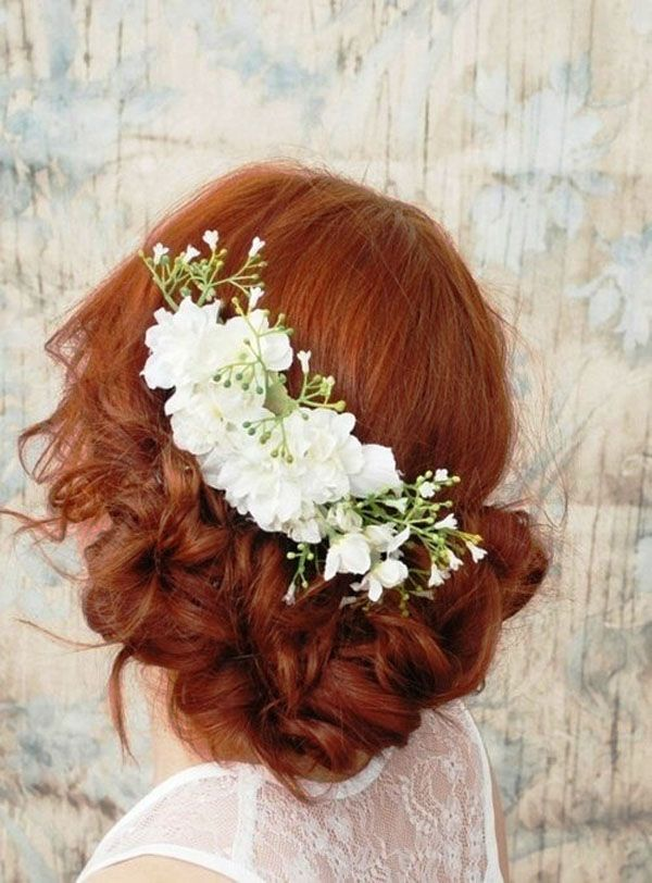 soft bohemian updo http://weddingwonderland.it/2015/06/15-acconciature-per-le-spose-dai-capelli-ricci-naturali.html