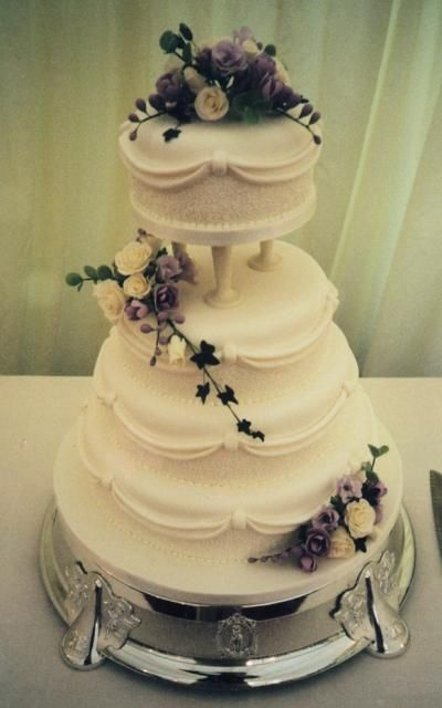 traditional wedding cake picture