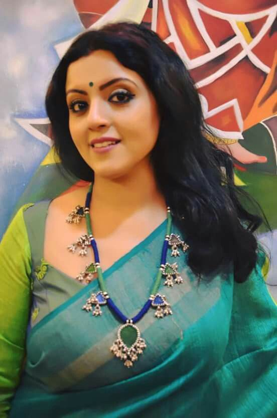I say Indian women are beautiful and they have a great taste when it comes to sarees and suitable accesories...