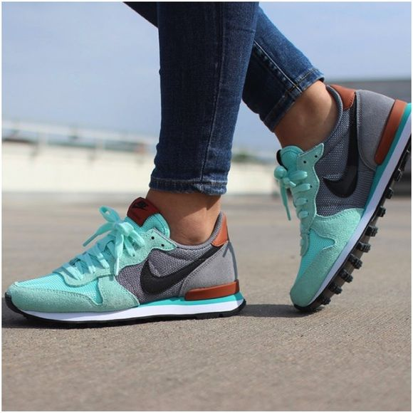 Nike Artisan Teal Internationalist Sneakers •The Nike Internationalist Women's Shoe has an iconic look inspired by retro Nike running styles. The combination upper blends different textures for durable comfort, and the classic Waffle rubber outsole is designed for ultimate traction.  •Women's size 7.5, best for a narrow-normal foot.  •New in box (no lid). NO TRADES/PAYPAL. Nike Shoes Sneakers