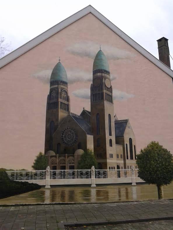 Rotterdam - Slachthuiskade hoek Keurmeesterstraat in Crooswijk. Muurschildering van (gesloopte ) Koninginnekerk, die iets verderop heeft gestaan.