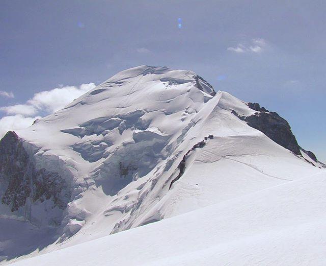 Le Mythique Mont Blanc Qui Ne Reve Pas De Realiser Son Ascension Un Jour Bonne Journee A T Mont Blanc Mont Blanc Montagne Chamonix Mont Blanc