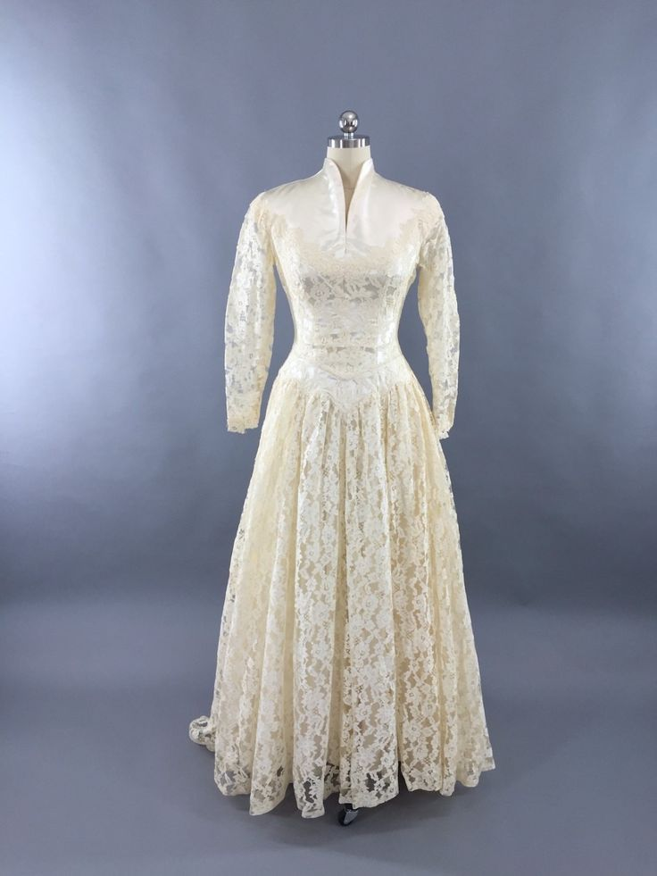 Vintage 1950s Ivory Lace and Satin Wedding Dress