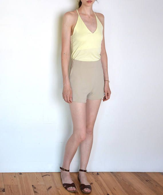 90's Italian high waisted shorts elastic fabric beige
