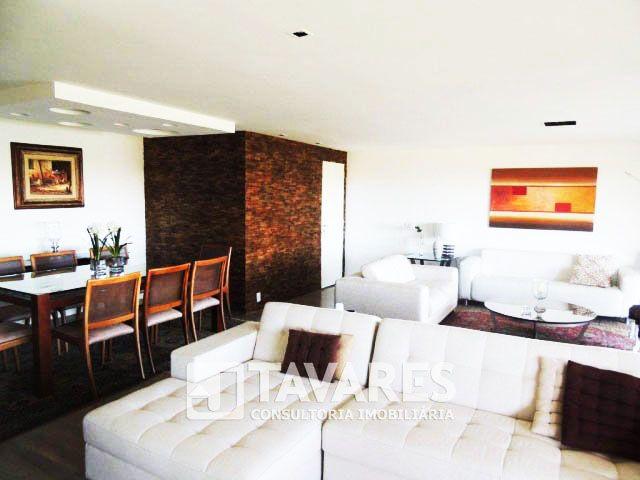 Luxuoso apartamento na Barra da Tijuca em condomínio fechado de alto padrão. Segurança 24 horas, clube privativo com toda infraestrutura de lazer, quadra de tênis, quadra poliesportiva, mega academia e amplo bosque com área verde.  #RioDeJaneiro #BarraDaTijuca #ImoveisDeLuxo