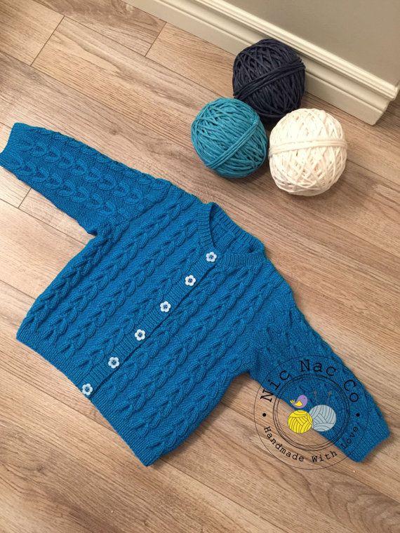 Cardigan bleu à torsades col rond et boutons 24 mois par NicNacCo