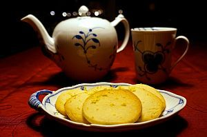Citronspecier // Danish butter cookies with lemon zest: http://www.kathrinerostrup.dk/2013/12/citronspecier/
