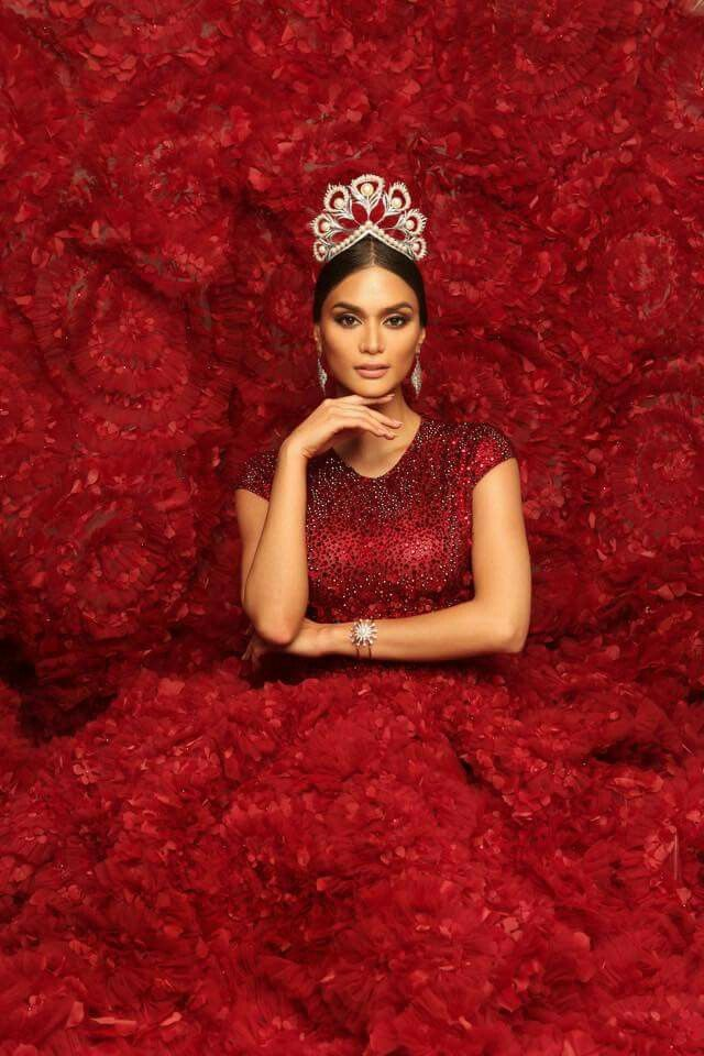 Miss Universe 2015 Pia Alonzo Wurtzbach (Philippines). Lady in red: Pia embodies elegance, tradition and grace in the breathtaking Mikimoto crown for her final photoshoot. #MissUniverse  |  Photo by Filbert Kung