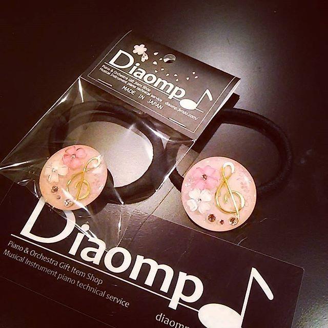 """【diaomp.japan】さんのInstagramをピンしています。 《春限定 """"さくらスタンダード""""\900  さくらパッケージも登場します!  #音楽 #記号 #音楽記号 #音楽記号ヘアゴム #ト音記号 #可愛い #さくら #桜 #Diaomp #ダイヤオンプ #さくらスタンダード》"""