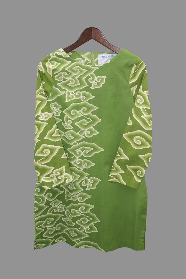 Green Batik Tunic Outer layer of this tunic was produced by batik artisan from Cirebon City. The pattern is stylized form of cloud and that's way this kind of pattern is called Mega Mendung or Dark Cloud in English.