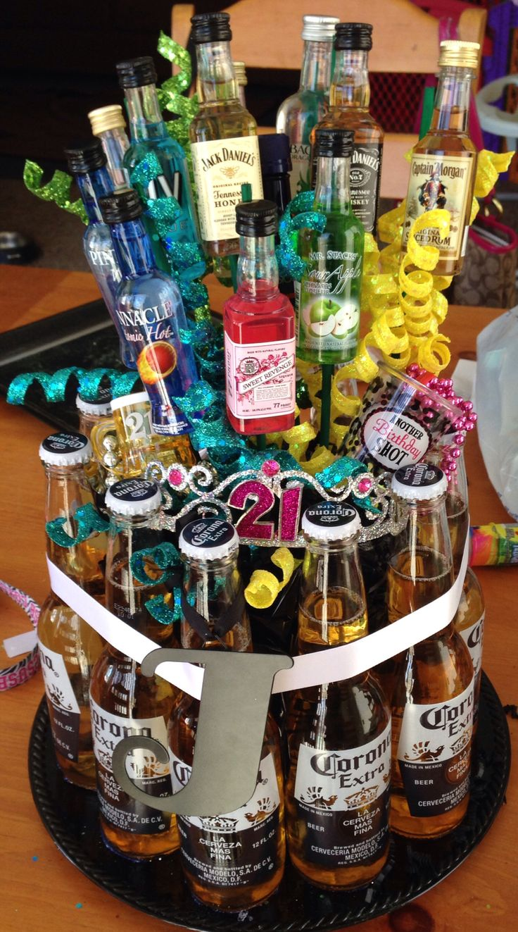 DIY: 21st birthday alcohol bouquet - instead of a pot or glass use beer as the base ❤️