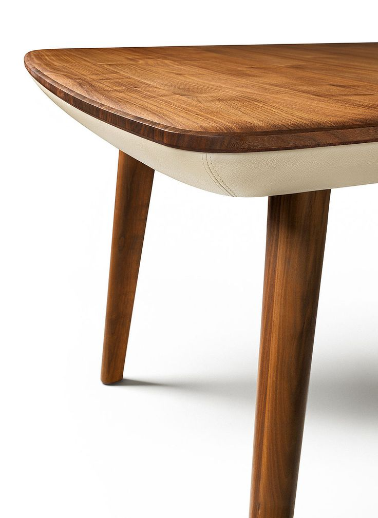 Extendable table wood flaye in walnut with leather frame