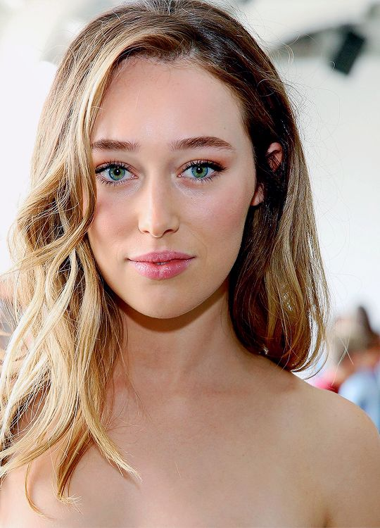 Alycia Debnam-Carey attends Dion Lee Front Row September 2016 during New York Fashion Week