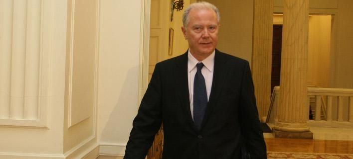 Ο Προβόπουλος «κρέμασε» στα μανταλάκια Παπανδρέου-Παπακωνσταντίνου για το Μνημόνιο