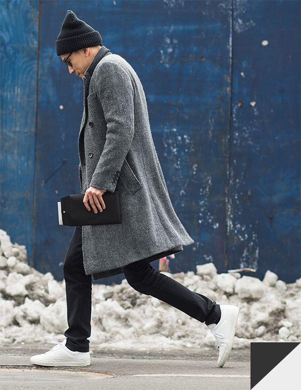 白いスニーカー+帽子+ロングコート