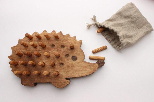 Wooden hedgehog board game – a unique product by WoofWoofWood. Via en.DaWanda.com.