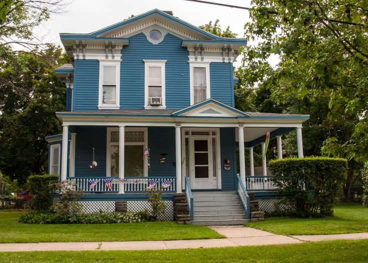 What Shade of Blue Should You Paint Your House?: Blue house in Bay City, Michigan