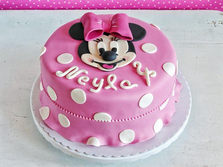 Minnie Mouse und Rüschenkleid Torte
